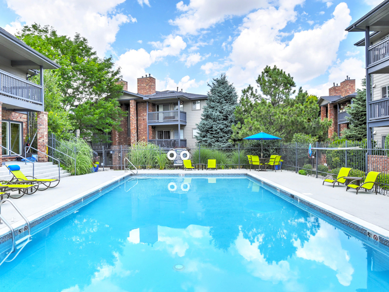 Arapahoe Club Apartments in Lakewood, CO