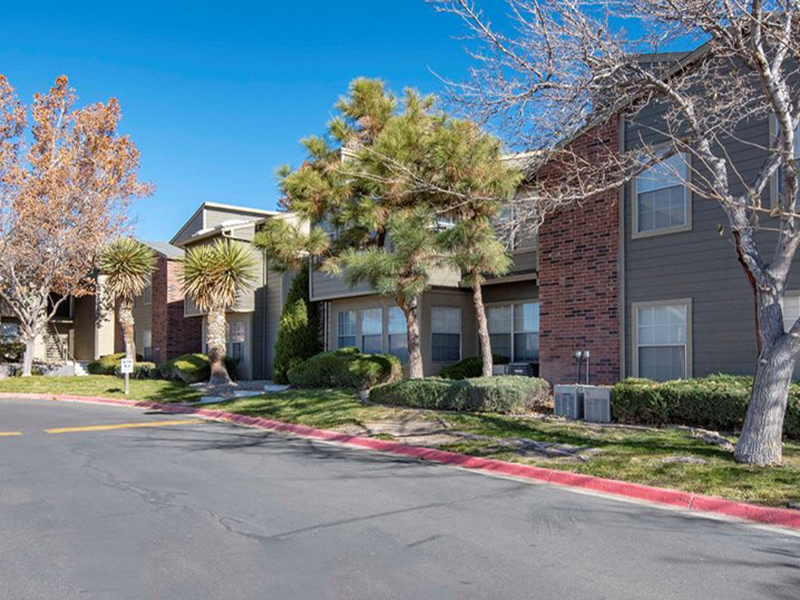 Oak Tree Park Apartments in Albuquerque, NM