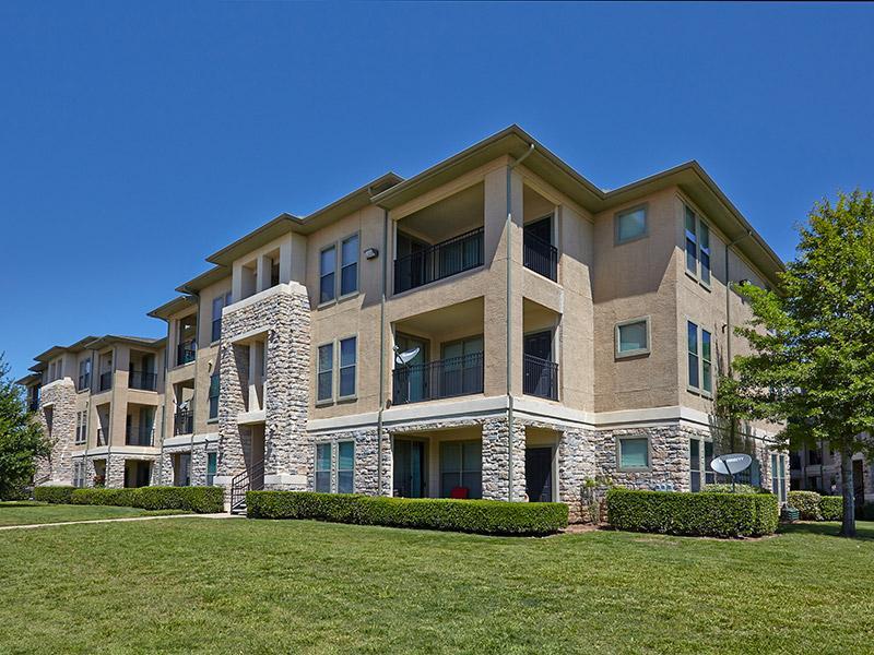 Verandas at City View Apartments in San Antonio, TX
