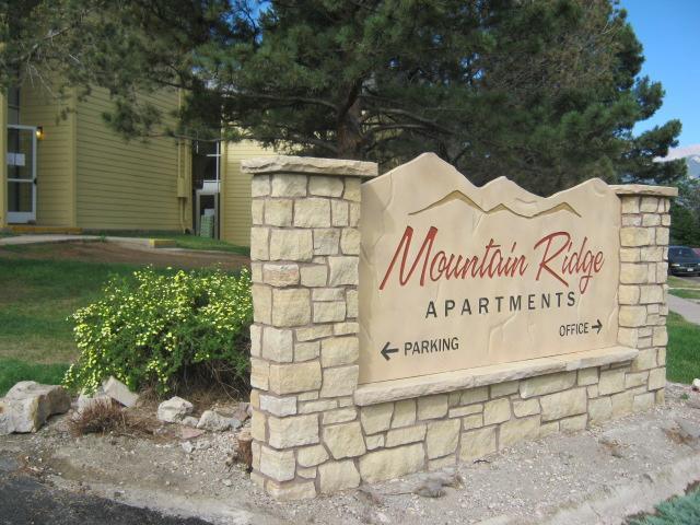 Mountain Ridge Apartments in Lakewood, CO