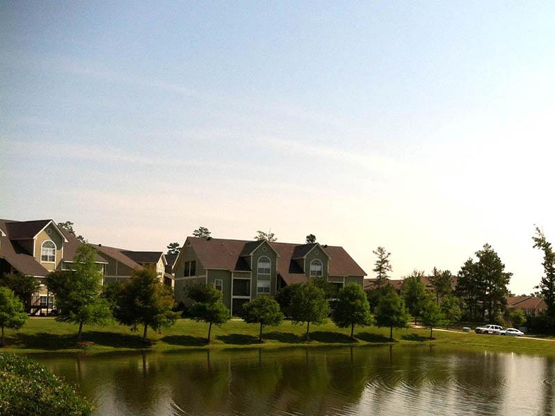 Spring Lake Apartments in Byram, MS